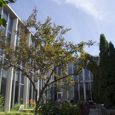 AnimalScienceBuilding_Courtyard2_C72