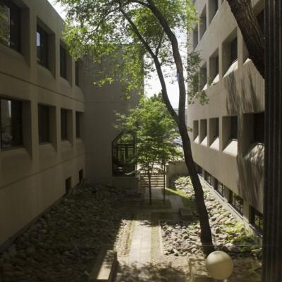 FreshwaterInstitute_Courtyard_C72